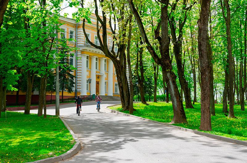Популярные достопримечательности Витебска: сквер Маяковского