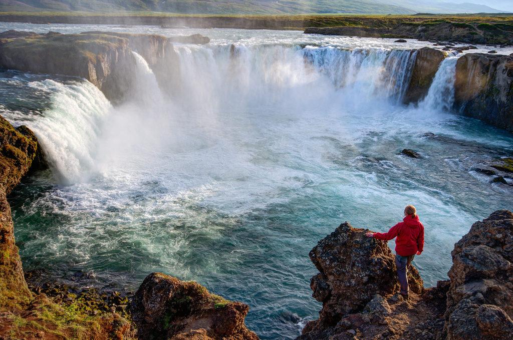 Город Акурейри, водопад Годафосс, Исландия