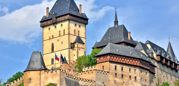 В замок Карлштейн из Праги: как доехать, что посмотреть