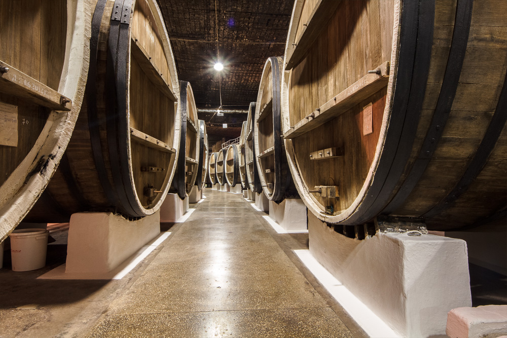 Подвалы Инкерманского завода марочных вин (г. Севастополь)
