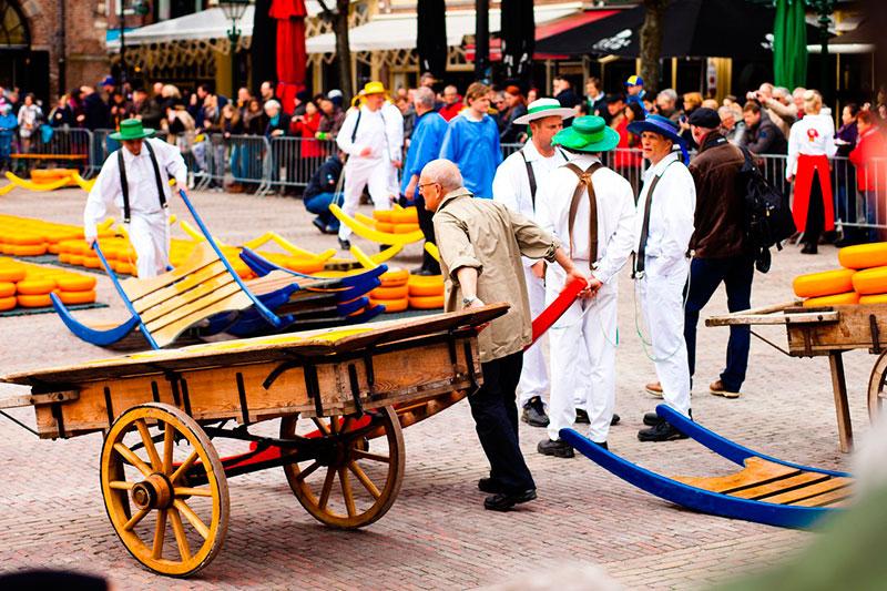 Рынок сыра (Алкмар, Нидерланды): главная площадь