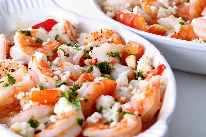 Блюда греческой кухни: креветки с сыром фета