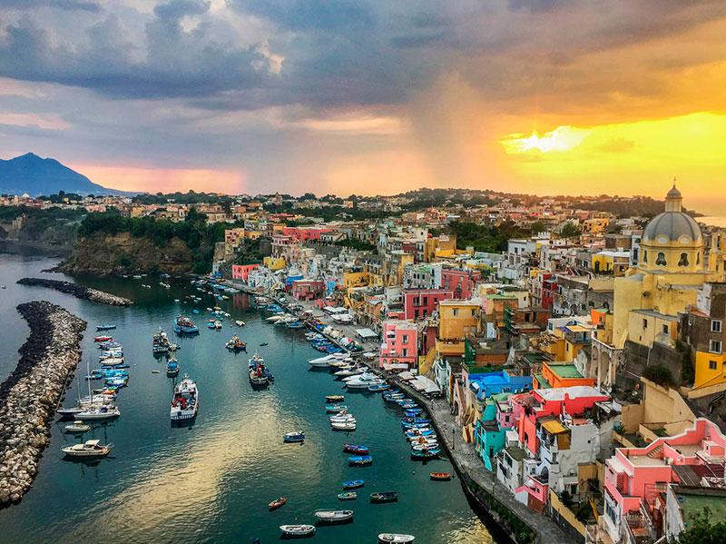 Островные экскурсии из Неаполя: порт на Прочиде