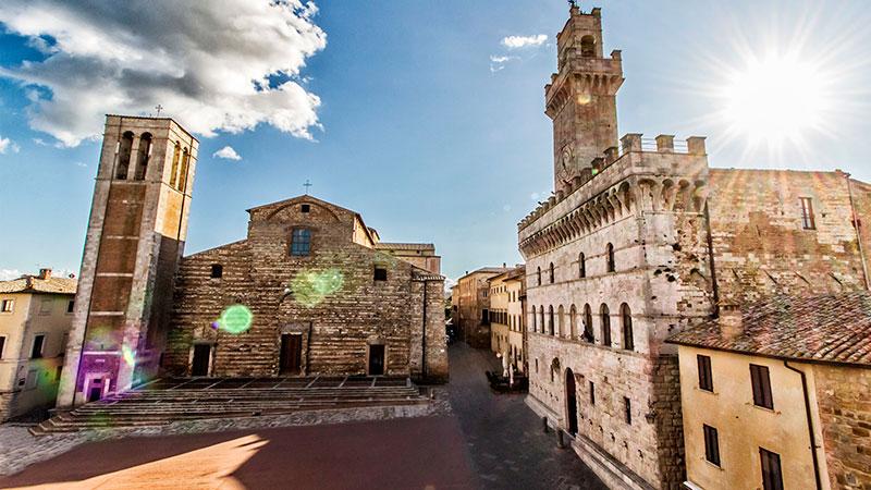 Главная площадь Монтепульчано (Тоскана, Италия)