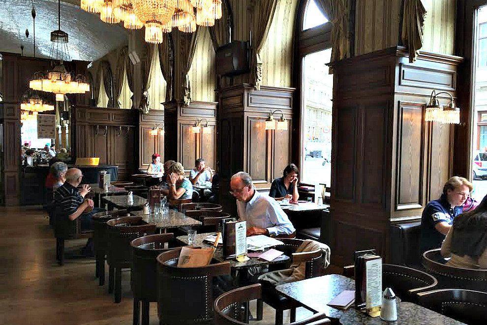 Классические рестораны в Вене: Cafe Schwarzenberg