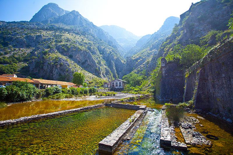 Крепостные стены Котора (Черногория)