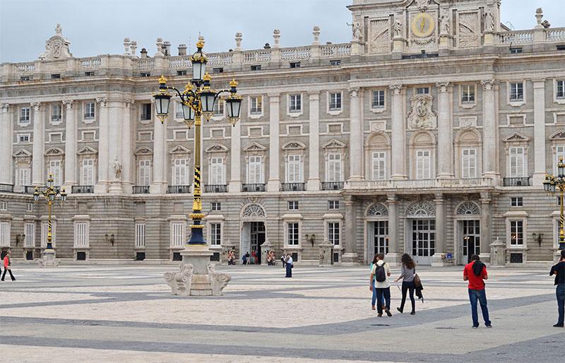 Восточная площадь в Мадриде (Plaza de Oriente)