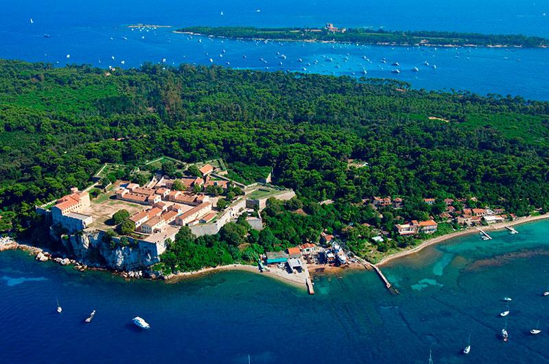 Леринские острова (Îles de Lérins) в районе Канн Канны 10 мест, куда можно поехать из Канн kuda sezdit iz kann 11