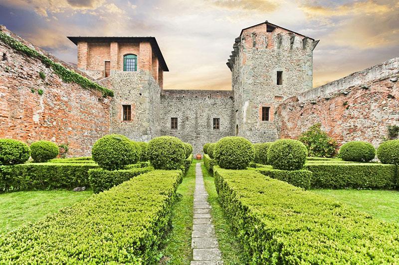 Средневековый форт в Монтекарло (Италия)