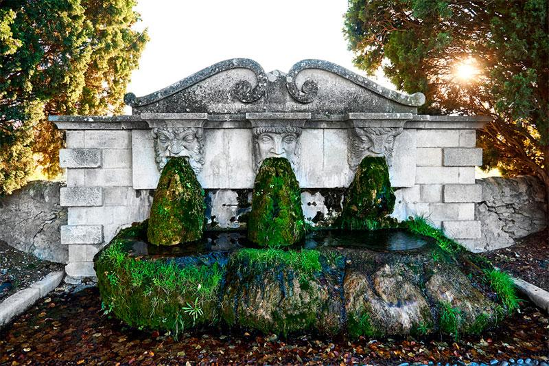 Фонтан «трех масок» (Лурмарен, Франция)