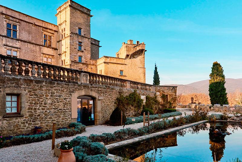 Средневековый замок Лурмарена (Прованс, Франция)