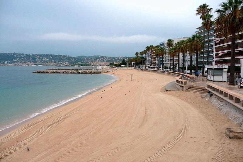 Пляж в Жуан-ле-Пен (Лазурный берег Франции) Курорты Франции Лучшые курорты  Франции morskie kurorty francii 6