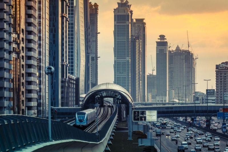 Дубайское метро и высотки Дубая