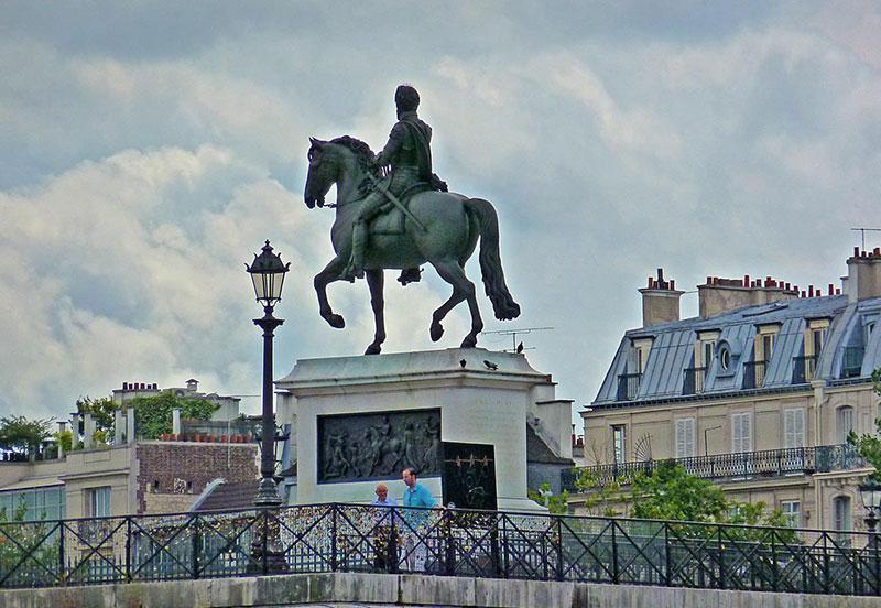 Остров Сите: памятник Генриху XIV