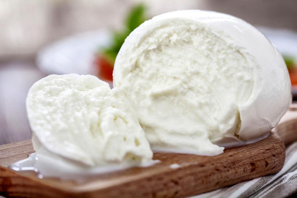 Что попробовать в Неаполе из сыров: Mozzarella di Bufala