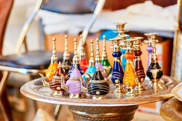Какие сувениры привезти из ОАЭ: парфюм