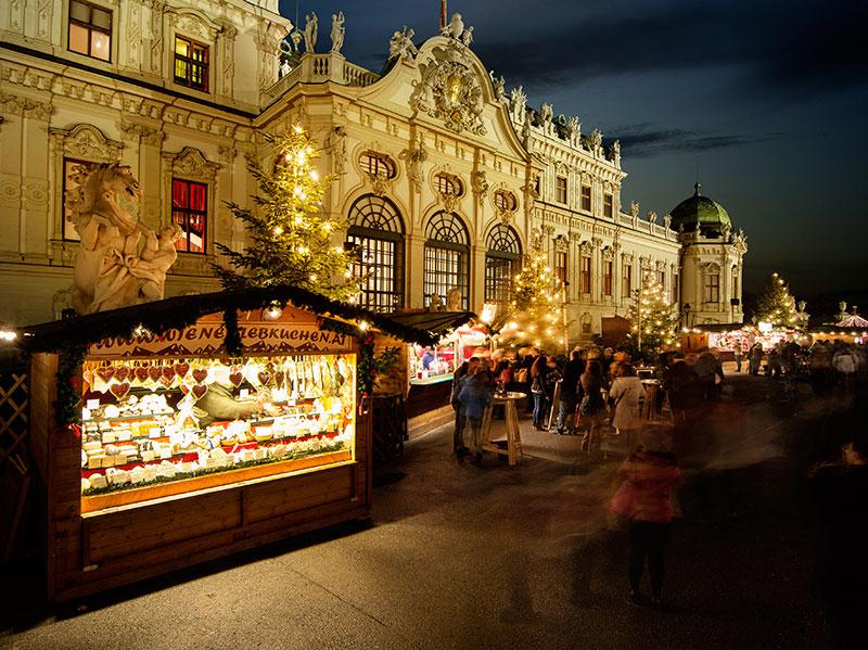 Ярмарка в Вене у дворца Бельведер
