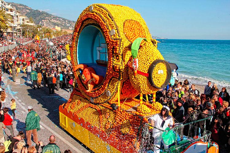 Карнавальное шествие на фестивале в Ментоне