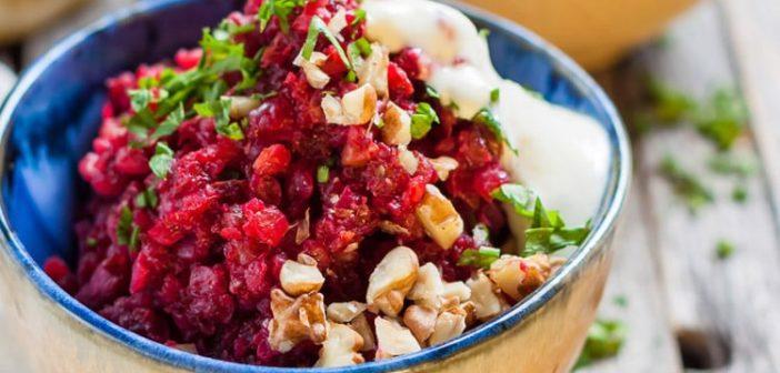 Салат из свеклы, грецких орехов и плавленого сыра