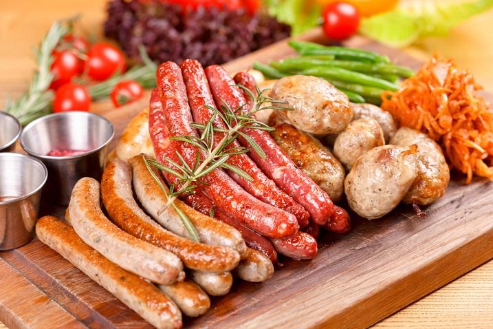 Колбаски и сосиски на гриле (Вена, Австрия)