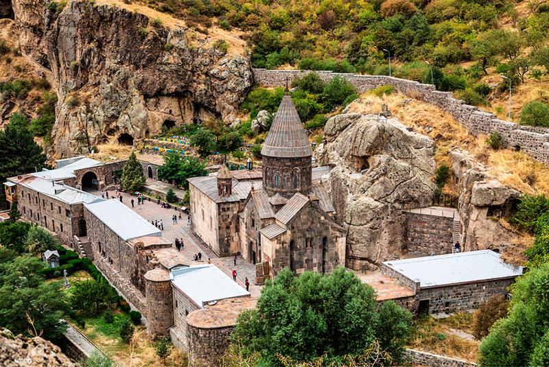 Куда съездить из Еревана: монастырь Гегард