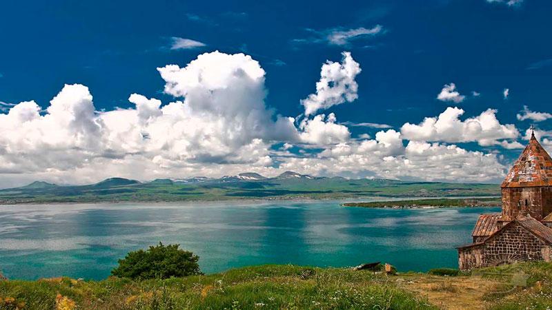 Куда поехать из Еревана: на озеро Севан!