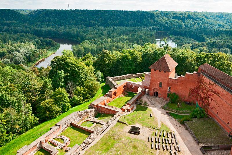 Экскурсии из Риги: замок Турайда