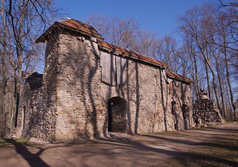 Куда съездить из Риги: руины замка Лиелварде