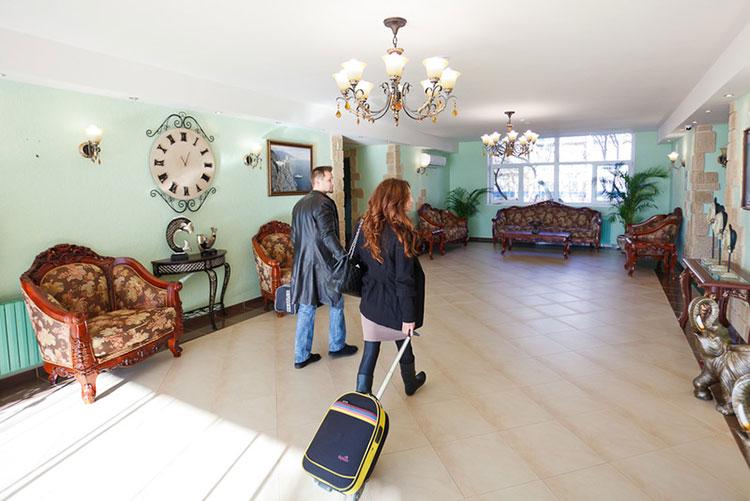 Здравницы Крыма: санаторий Полтава в Саках