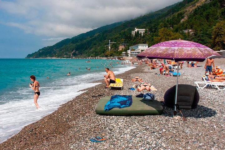 Пляж у отеля «Старые Гагры»