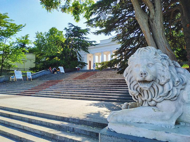 Лев на Графской пристани (Севастополь, Крым)