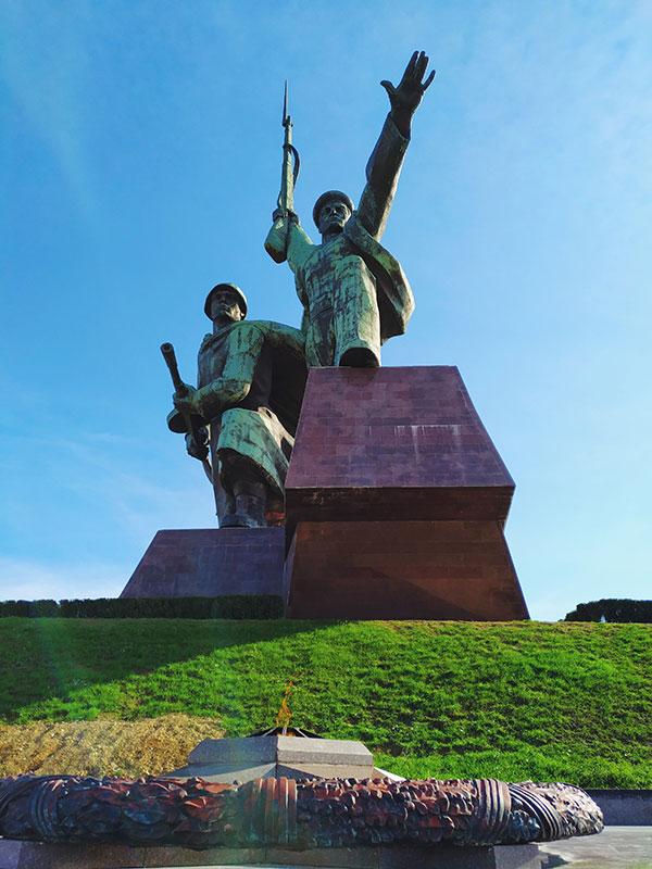 """Памятник """"Солдат и матрос"""", Севастополь"""