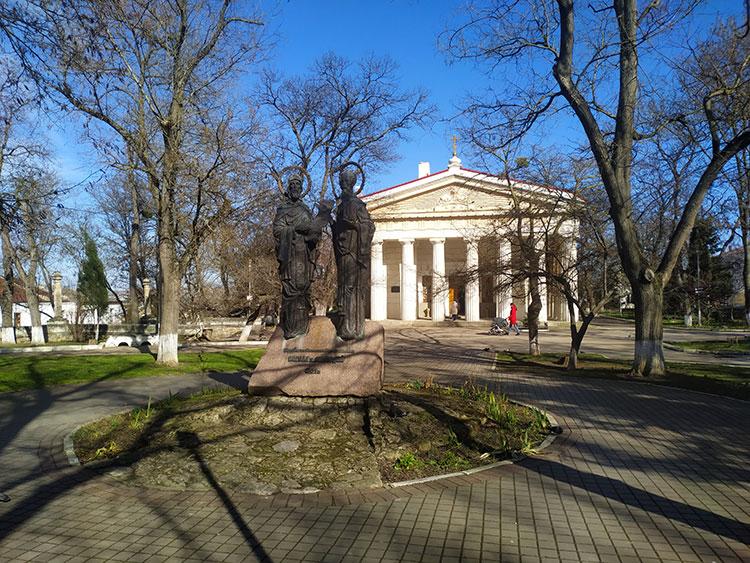 Памятники Севастополя: Кирилл и Мефодий