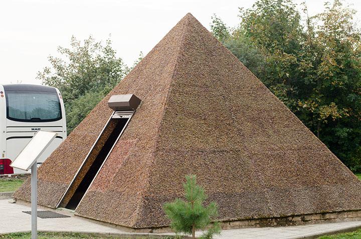 Пирамида из янтаря, Янтарный, Калининград